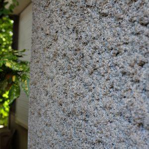 通称ドイツ壁。砂、粘土、石灰を混ぜて、掃き付け仕上げ。